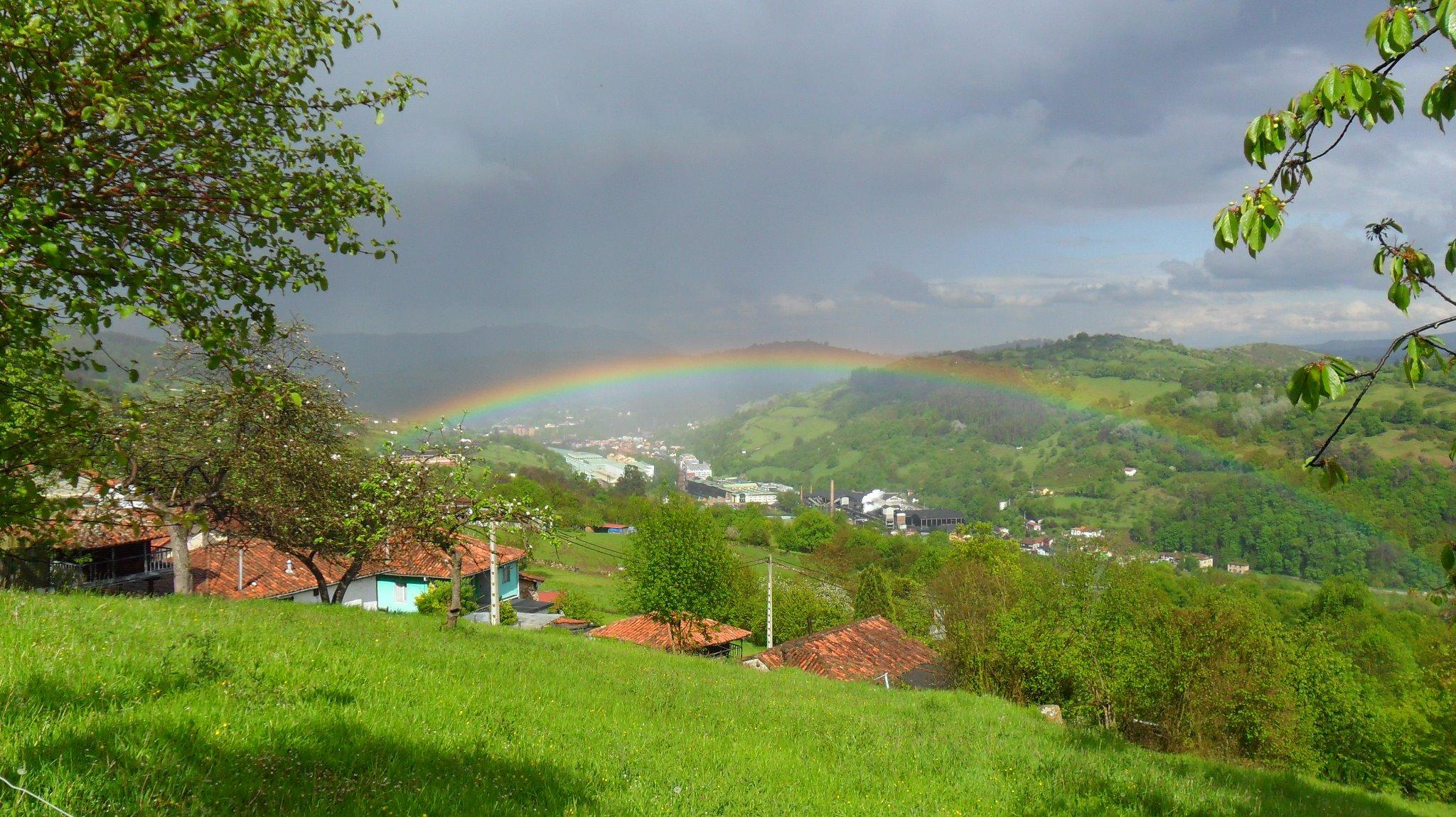 La villa de Trubia desde mi pueblo, Las Cuestas. Foto de Claude Minsart.